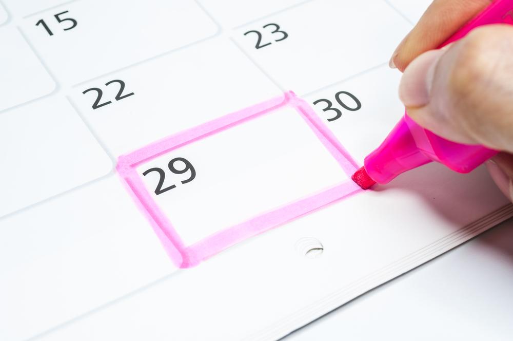 calender waarop de 29ste van een maand is omrand met fluostift