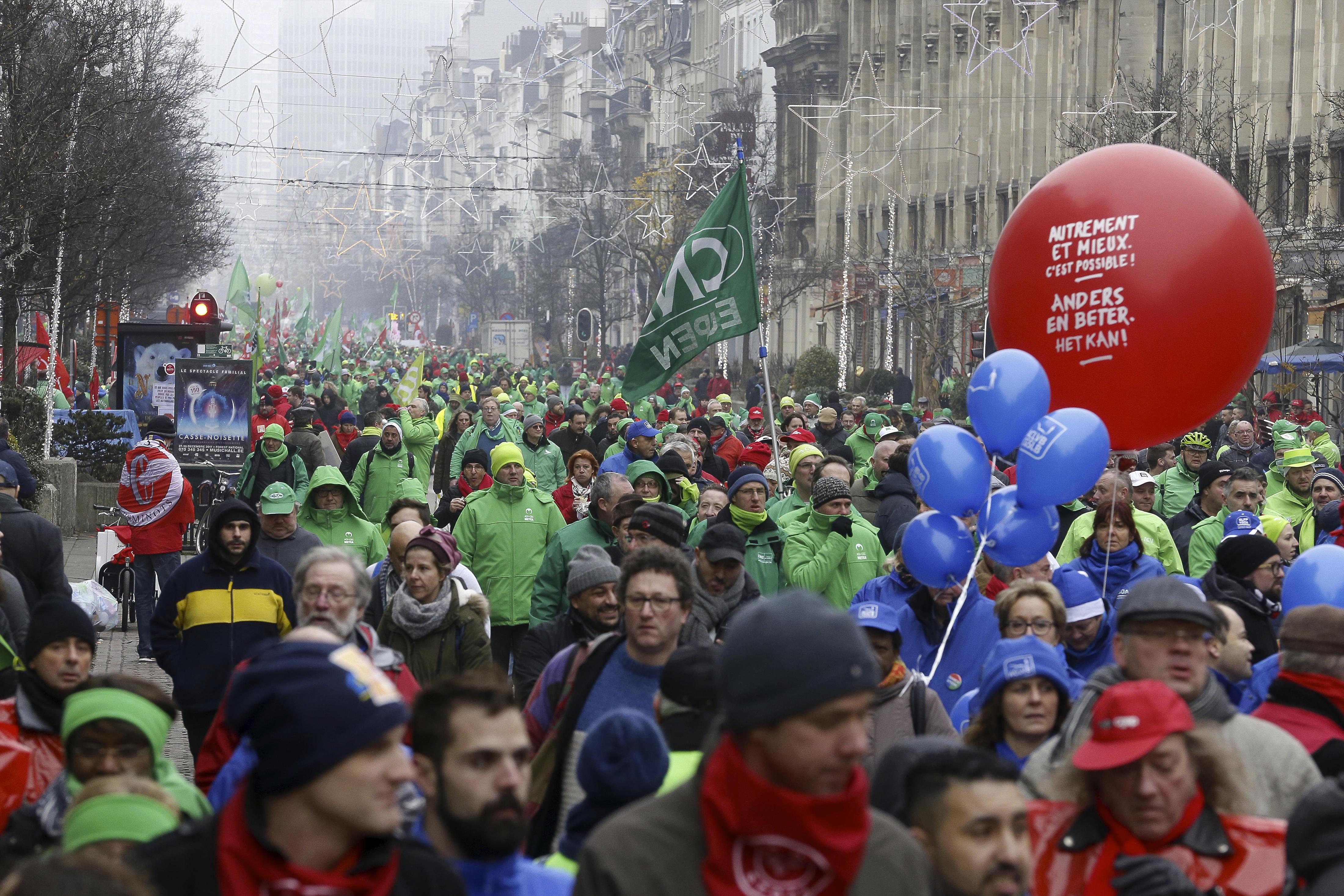 foto betoging met leden van de 3 vakbonden