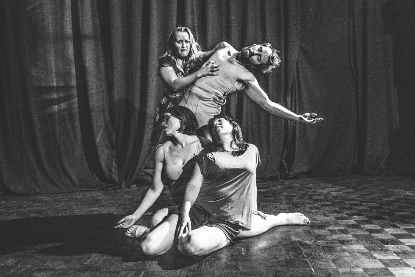 Theatergroep in dramatische houding