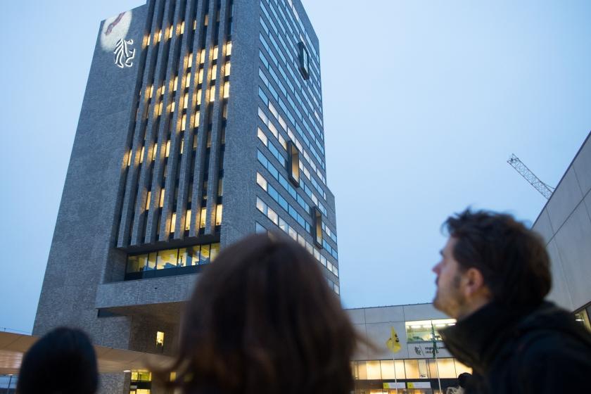 Projectie King Kong op toren VAC Gent als aankondiging Lichtfestival Gent (foto: ID/Lieven Van Assche)