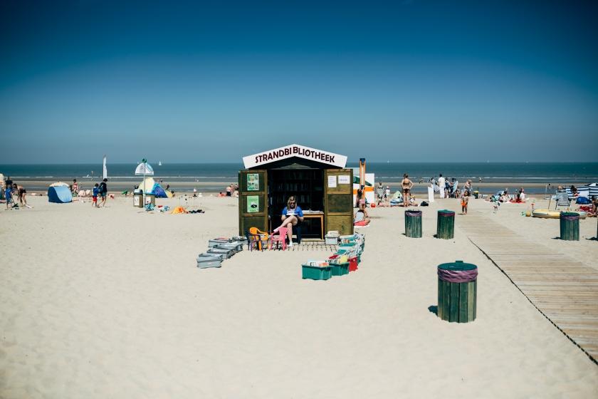 Strandbibliotheek De Haan (Foto: Joris Casaer)