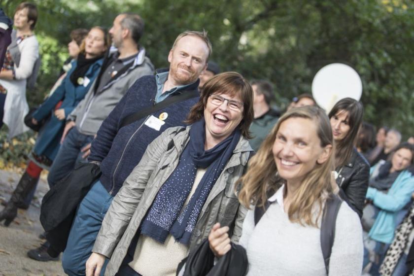 Anja Claeys met lachende collegas