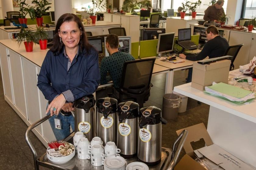 Heidi Willems met koffiekar