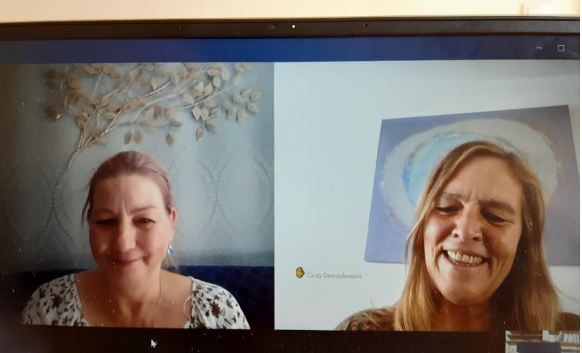 Foto van het digitale gesprek via de laptop met Gerda & Cindy