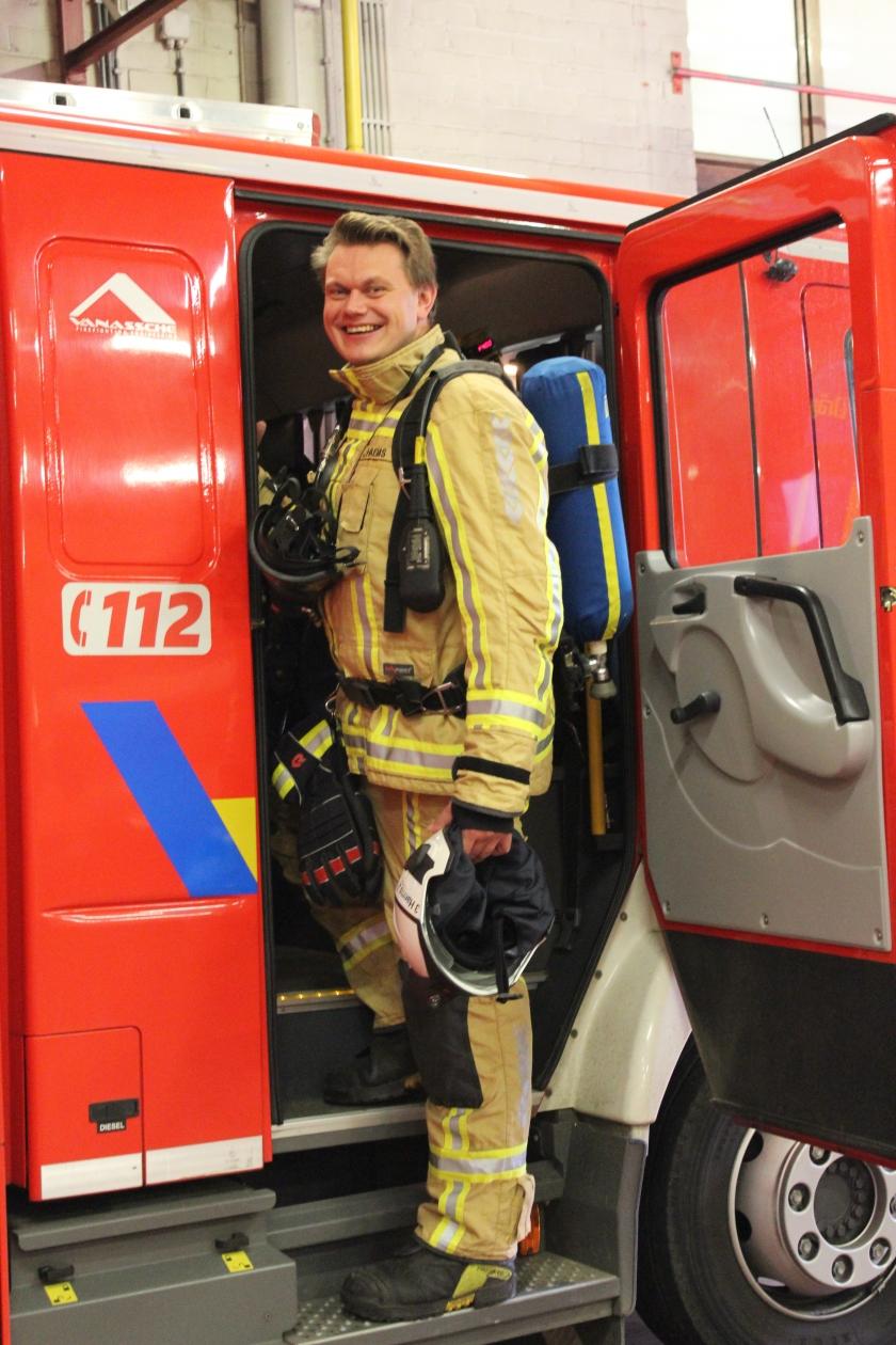 Johan Haems stapt in de brandweerwagen