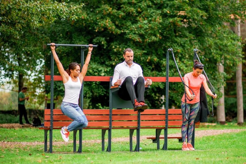 Fitnessen in openlucht op de IPitup-beweegbanken (Foto: IPitup)
