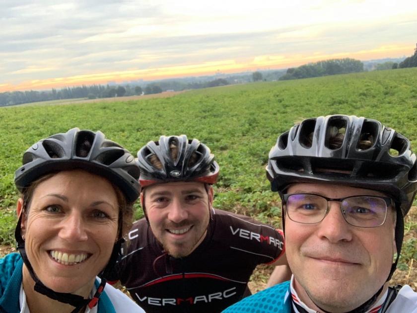 Filip Boelaert fietst met twee collegas naar het werk